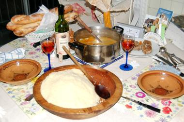 En comptant ceux pour faire revenir la viande, un couscous peut associer jusqu'à 9 légumes en plus de l'huile d'olive (photo Dahmane Soudani)