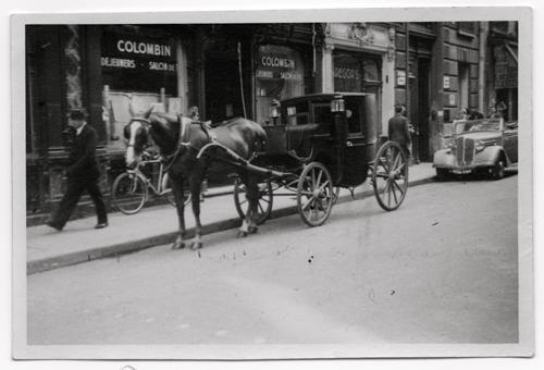 Le salon de thé Colombin, en enseigne parisienne autrefois fréquentée par Marguerite Yourcenar (photo John Whitmore)
