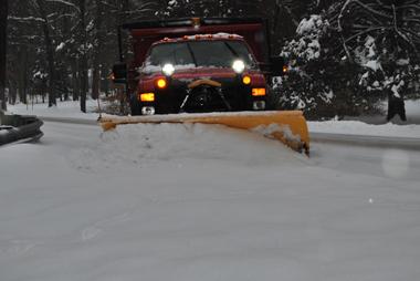Les services de voirie débordés par l'importance des chute de neige (photo Dahmane Soudani)