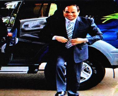 Le maréchal al-Sissi endosse la tenue civile (photo d'écran site al-Ahram)