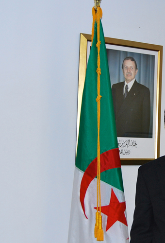 Seul le portrait officiel de M. Bouteflika était visible dans le bureau de vote (photo Dahmane Soudani)