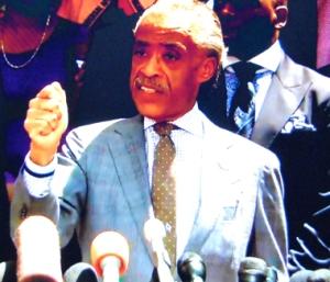 Al Sharpton : « Si vous voulez la justice, levez les mains » (photo d'écran-DR)