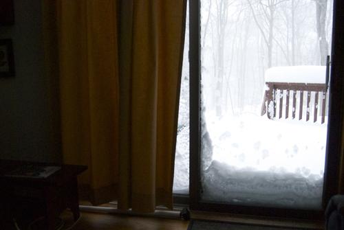 Les portes bloquées par la neige (photo Dahmane Soudani)