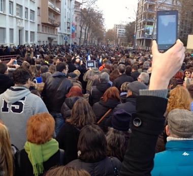 Lyon : le cours Gambetta, plein à craquer (photo Mériem Soudani)
