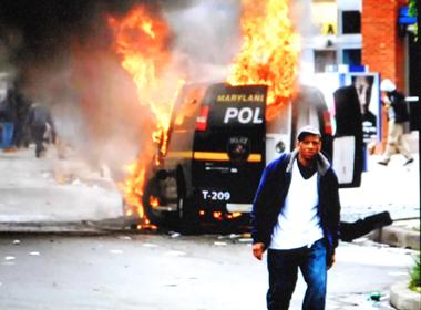 La police dans le collimateur des émeutiers  (pht écran-DR)