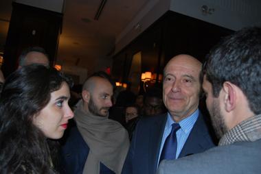 Beaucoup de jeunes à la rencontre d'Alain Juppé (photo Dahmane Soudani)