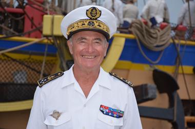 L'amiral Hubert Pinon ne cache pas sa joie de voir le pavillon français de retour à Newport (photo Dahmane Soudani)