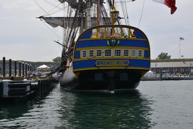 L'Hermione à Newport. En arrière-plan, on aperçoit Fort Adams (photo Dahmane Soudani)