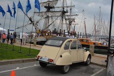 Pour compléter le décor, il y avait même un dodoche sur le parking jouxtant les quais du port de Newport (photo Dahmane Soudani)