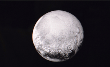 Pluton vue depuis New Horizons le 11 juillet 2015 (photo écran NASA-DS-DR)