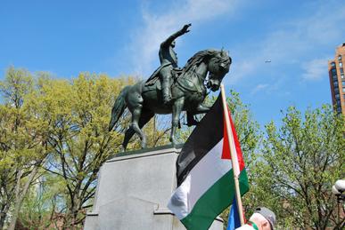 Comme les Palestiniens, George Washington, 1er président des Etats-Unis –ici bénissant l'emblème de la Palestine-, a combattu le colonialisme britannique (photo Dahmane Soudani)